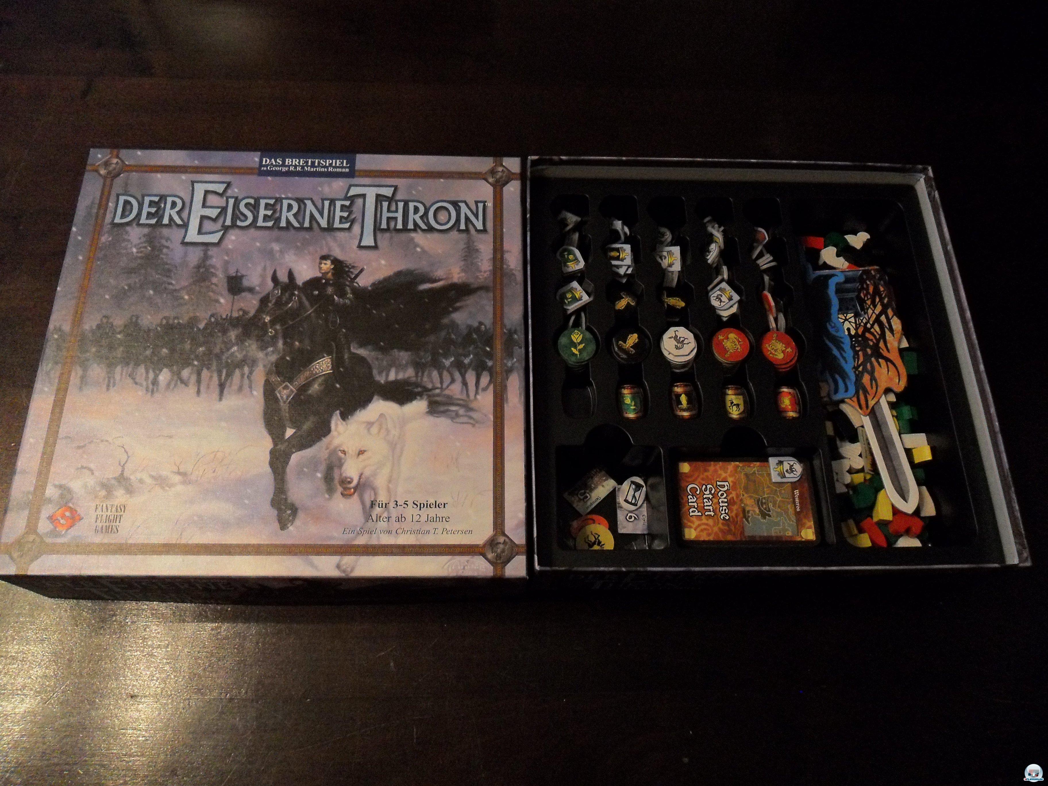 Der Eiserne Thron erschien 2004 in deutscher Version beim Heidelberger Spielverlag und kostet knapp 40 Euro.
