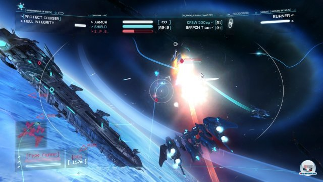 Die Missionsziele werden oben links angezeigt. Während der rote Balke oben in der Mitte den Aufladestatus der Strike Suit anzeigt.