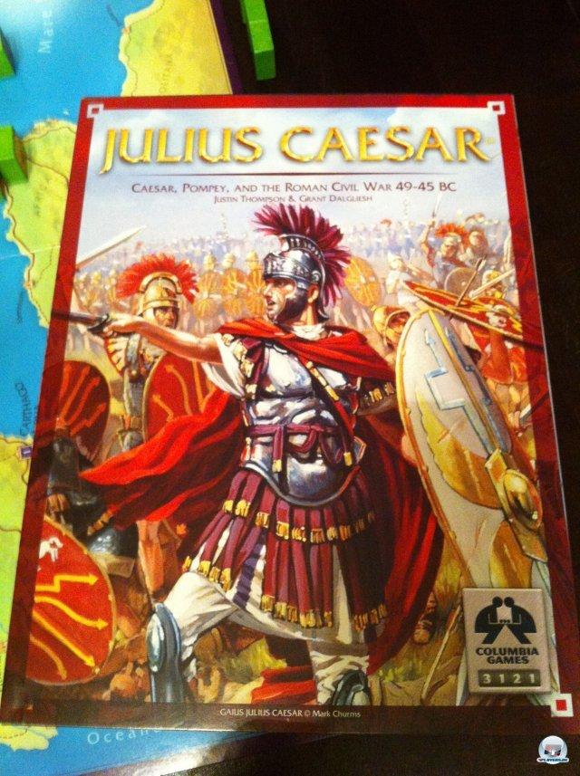 """Julius Caesar ist ein """"Block Wargame"""" für zwei Spieler. Es ist bisher nur auf Englisch erschienen und für knapp 50 Euro bei Udo Grebe Design erhältlich."""
