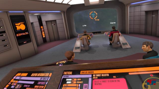 Famos und in VR noch viel beeindruckender: Der Blick von Worfs Konsole aus.