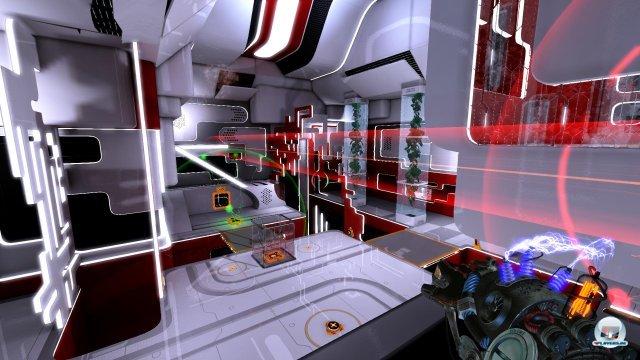 Die Testkammern zu Beginn könnten auch aus dem Arperture-Science-Komplex stammen.